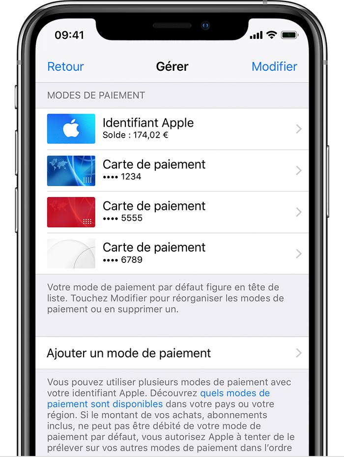 iPhone affichant les modes de paiement, y compris le solde du compte Apple et les cartes de crédit.