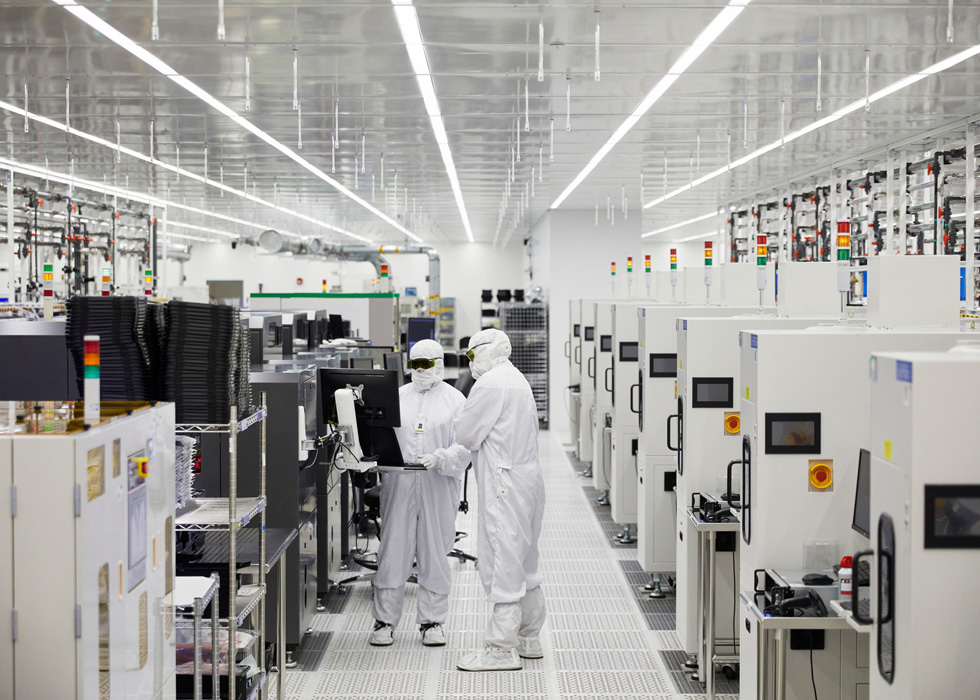 II-VI employees on the manufacturing floor in Sherman, Texas.