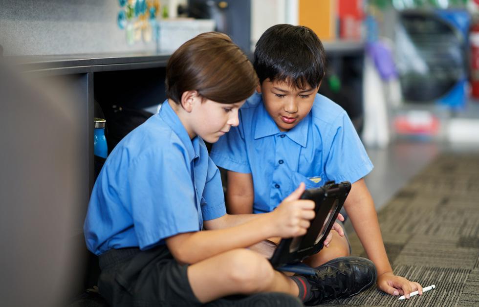 Flynn Woods-Hall and Taelan Sopha use iPad and Apple Pencil.